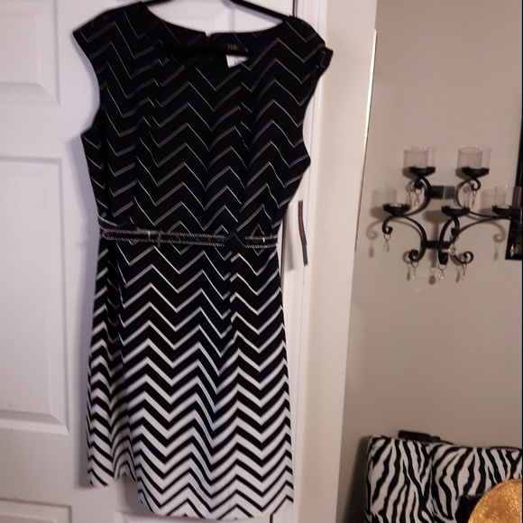I Le New York Petite Dresses & Skirts - NTW black & white geometric Plus Size Petite dress